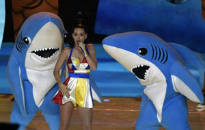Katy Perry roars at 3-D version of Super Bowl 'Left Shark'
